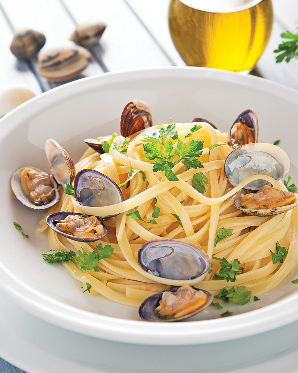 Linguine with Fresh Clams, Parsley, and Lemon