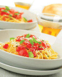 Linguine With Tomatoes and Artichoke Hearts
