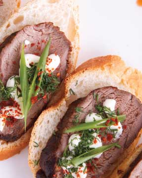 Sirloin Crostini with Tomato Chutney and Curry Sour Cream