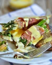 Prosciutto Wrapped Asparagus Eggs Benedict